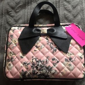 NWT-Betsey Johnson Floral Quilted Bow Cosmetic Bag